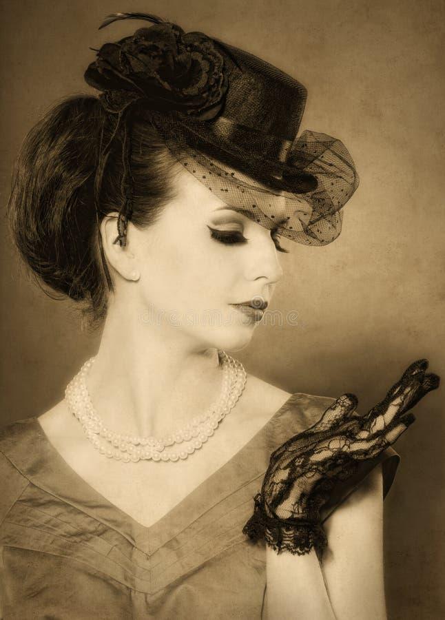 La vendimia labró el retrato del las mujeres hermosas imagen de archivo libre de regalías