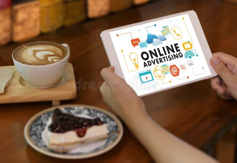 La vendita del sito Web di PUBBLICITÀ ON LINE, aggiornamento tende la pubblicità fotografia stock