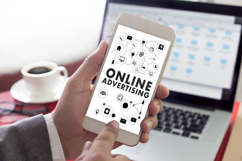 La vendita del sito Web di PUBBLICITÀ ON LINE, aggiornamento tende la pubblicità fotografia stock libera da diritti