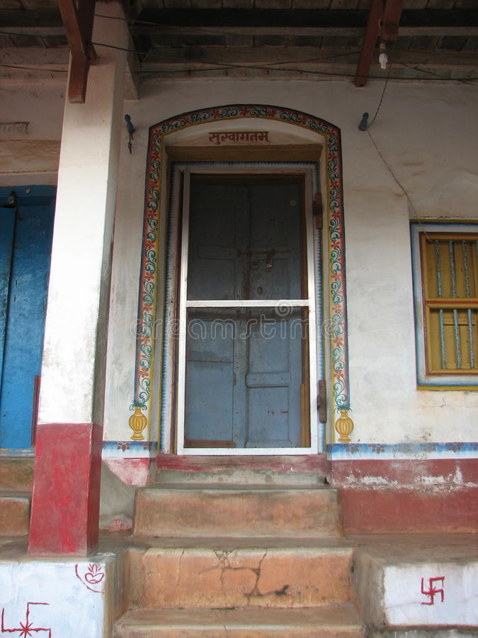 La ventana vieja con terracota tejó el tejado Detalles arquitectónicos de Goa, la India imagen de archivo libre de regalías
