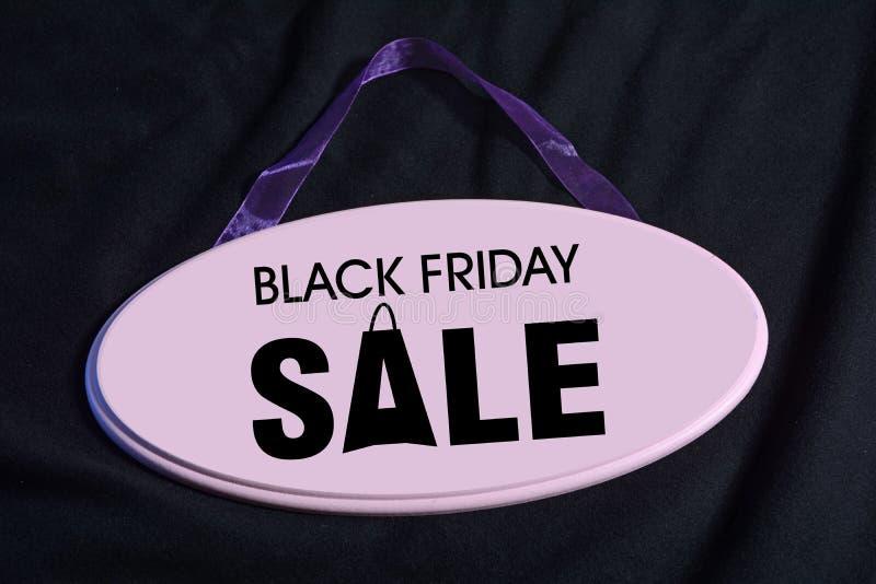 La vente de Black Friday se connectent l'enseigne en bois photo libre de droits
