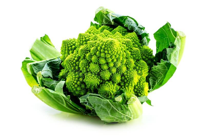 La verdura del bróculi de Romanesco representa un modelo natural del fractal y es rica en vitimans fotografía de archivo