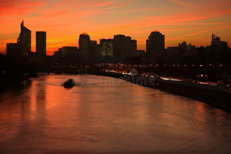 La-Verteidigung durch Sonnenuntergang lizenzfreie stockbilder