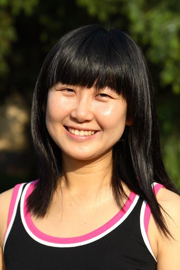 La verticale chinoise de jeunes femmes image stock