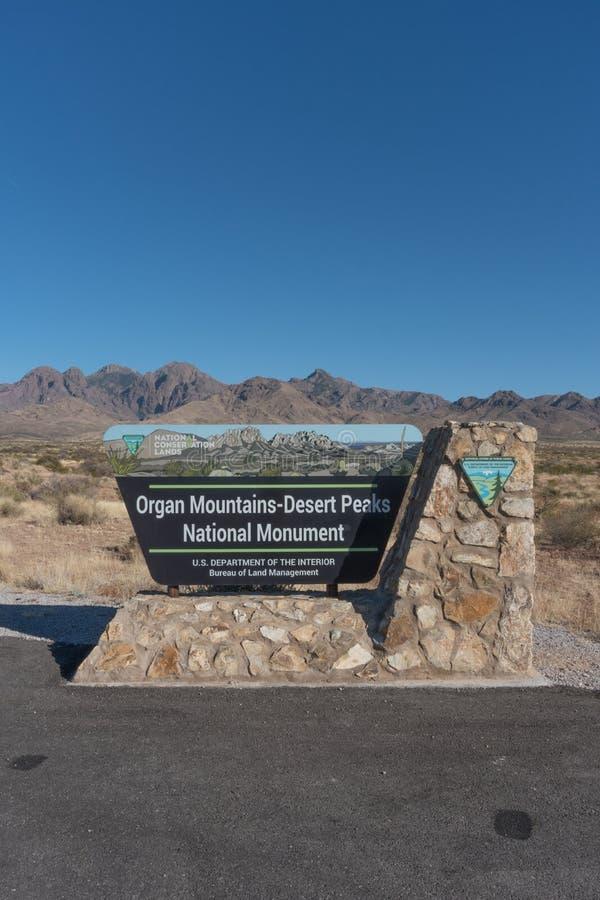 La verticale du désert fait une pointe le signe de monument photo libre de droits