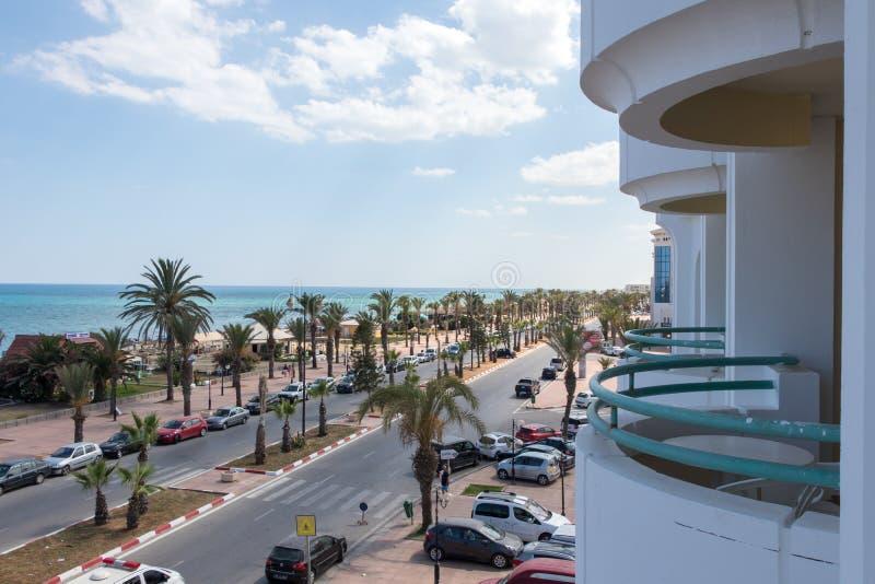 La via in città Mediterranea di Yasmine Hammamet dal balcone, immagine stock