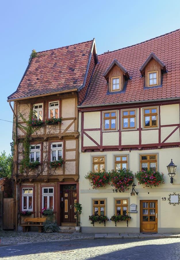 La via con le case a graticcio in Quedlinburg, Germania fotografia stock libera da diritti