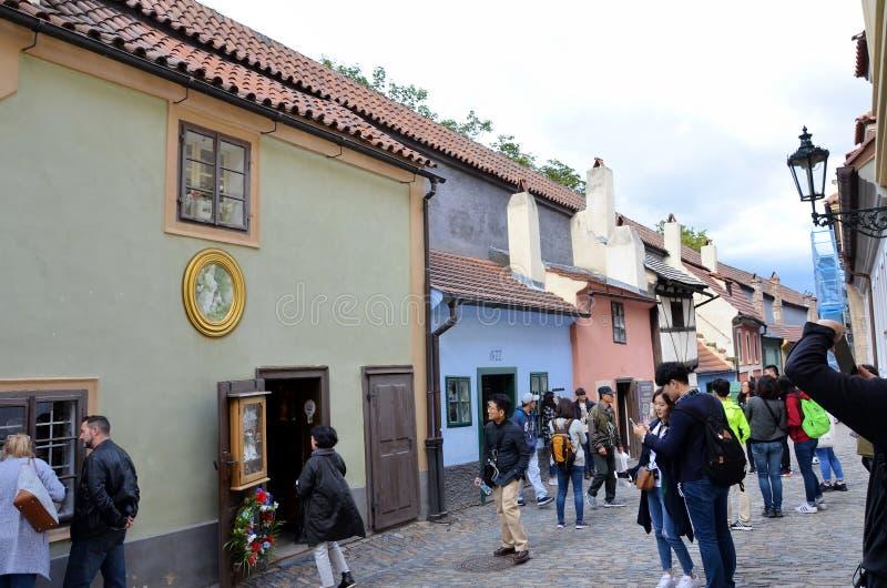 La via dorata nel castello di Praga fotografia stock