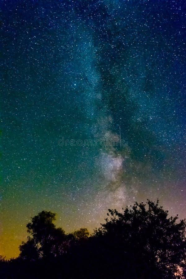 La Via Lattea è la galassia che contiene il nostro sistema solare fotografia stock libera da diritti
