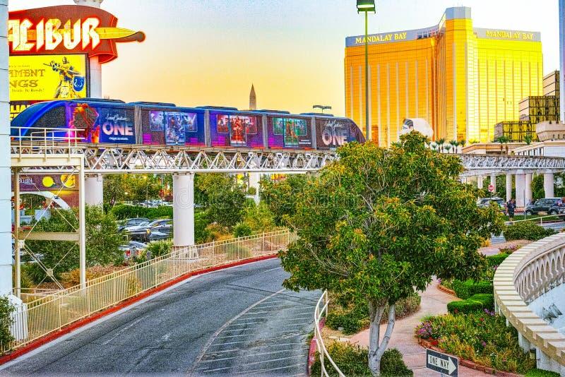 La via principale di Las Vegas-è la striscia nell'uguagliare il tempo Casinò, hotel e località di soggiorno Mandalay Bay fotografie stock libere da diritti