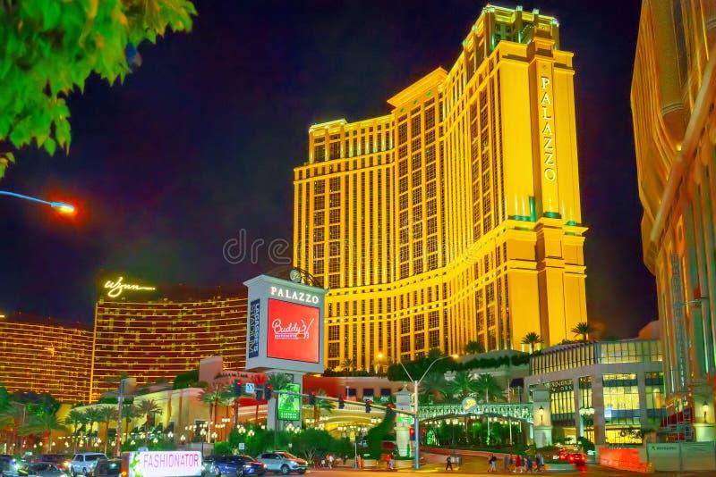 La via principale di Las Vegas-è la striscia nell'uguagliare il tempo Casinò, hotel e località di soggiorno Palazzo fotografia stock libera da diritti