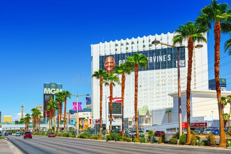 La via principale di Las Vegas ? la striscia Casin?, localit? di soggiorno di Tropicana dell'hotel fotografia stock libera da diritti