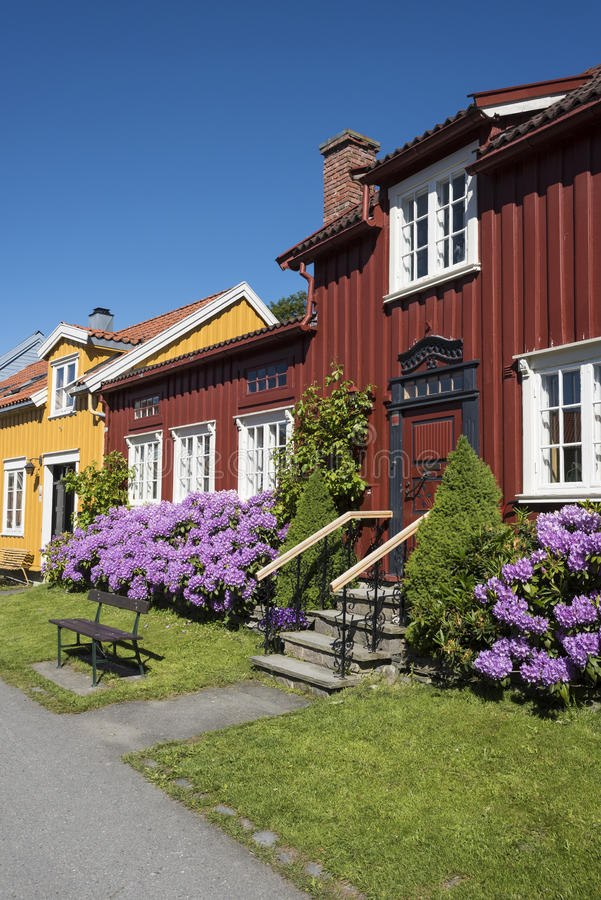 La via residenziale di legno Colourful alloggia Bakklandet Trondeim fotografia stock libera da diritti