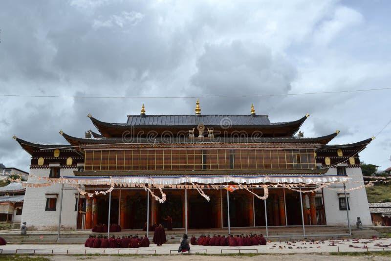 La vida alrededor del monasterio de Kirti Gompa en Langmusi, Amdo Tíbet, C imagen de archivo libre de regalías