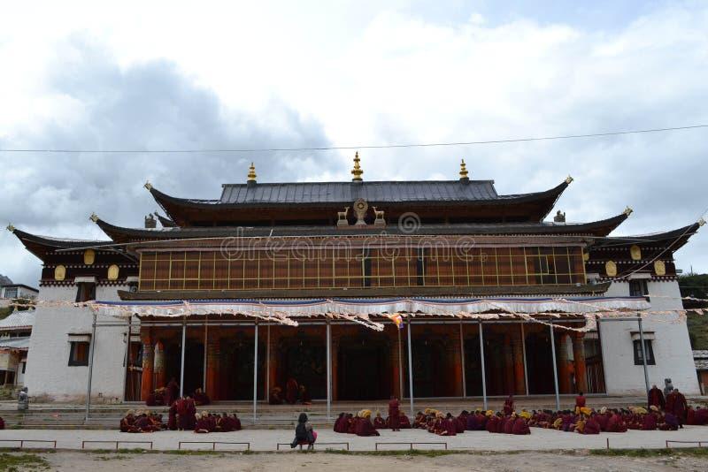 La vida alrededor del monasterio de Kirti Gompa en Langmusi, Amdo Tíbet, C fotos de archivo libres de regalías