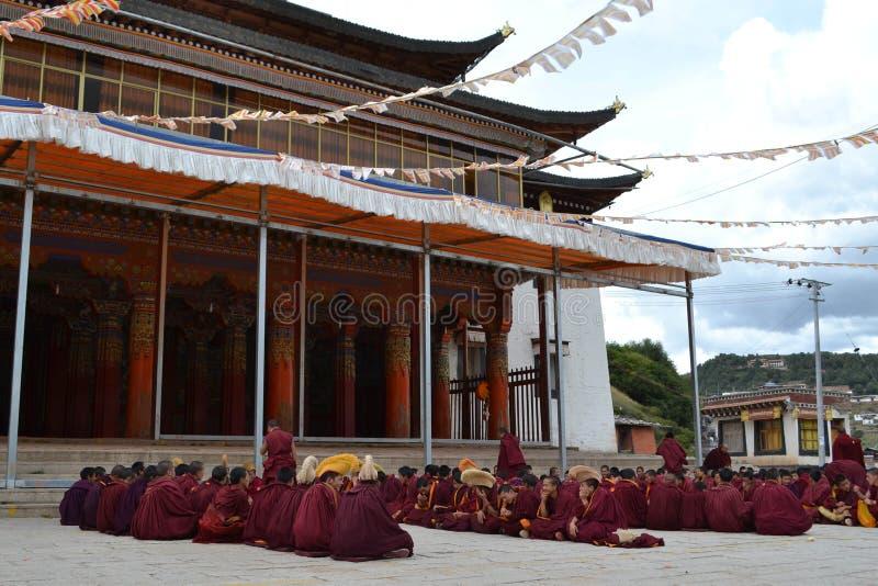 La vida alrededor del monasterio de Kirti Gompa en Langmusi, Amdo Tíbet, C imagen de archivo