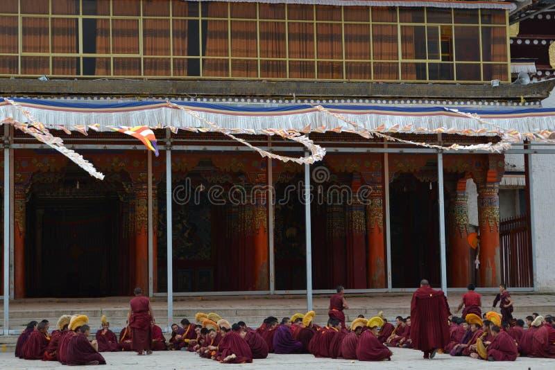 La vida alrededor del monasterio de Kirti Gompa en Langmusi, Amdo Tíbet, C fotos de archivo