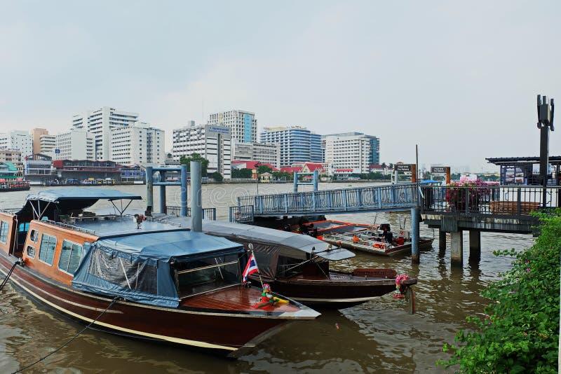 La vida del río, el río Chao Phraya fotografía de archivo