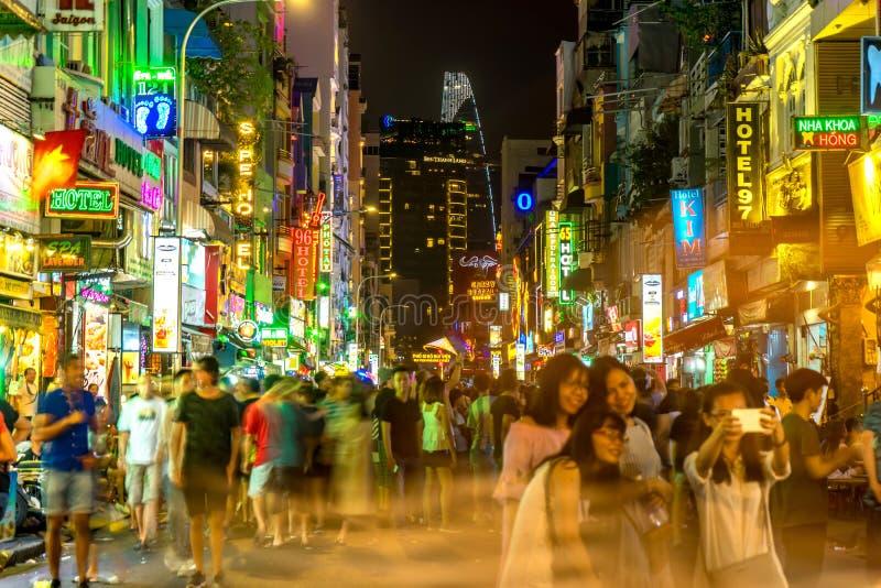 La vida nocturna de la calle famosa de Bui Vien en Ho Shi Minh foto de archivo libre de regalías