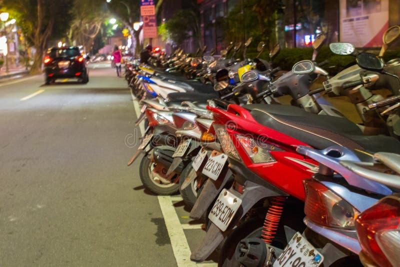 La vida nocturna ocupada de Taipei foto de archivo