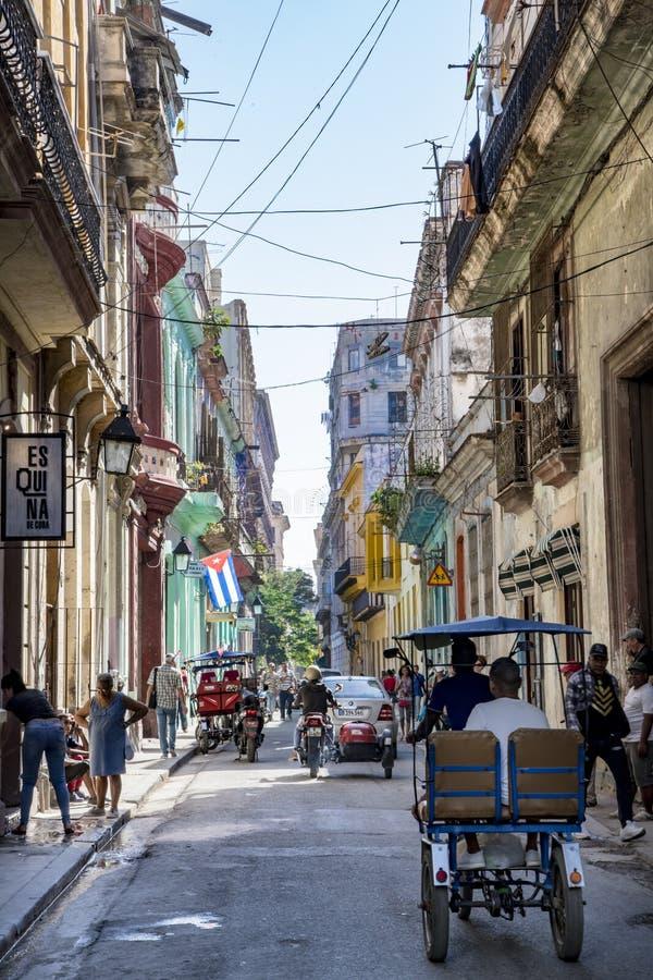 La vie dans la rue colorée La Havane, Cuba image stock