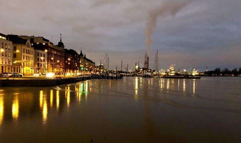 La vie de nuit de Helsinki images stock