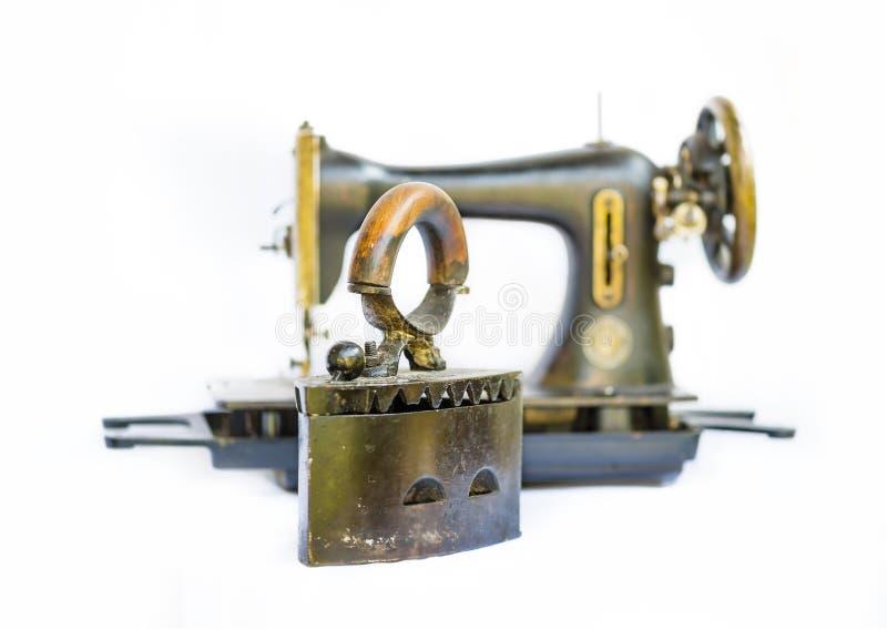 La vie de vieux fer et de machine à coudre toujours images libres de droits