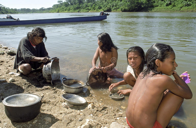 La vie de village de la rivière de Cocos d'Indiens, Nicaragua photos stock