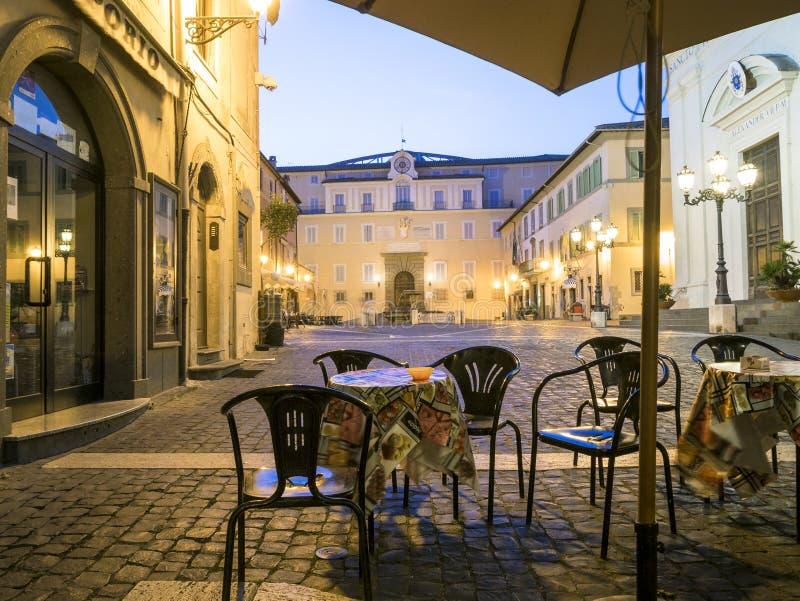 La vie de ville en Castel Gandolfo, pope& x27 ; résidence d'été de s, Italie image stock