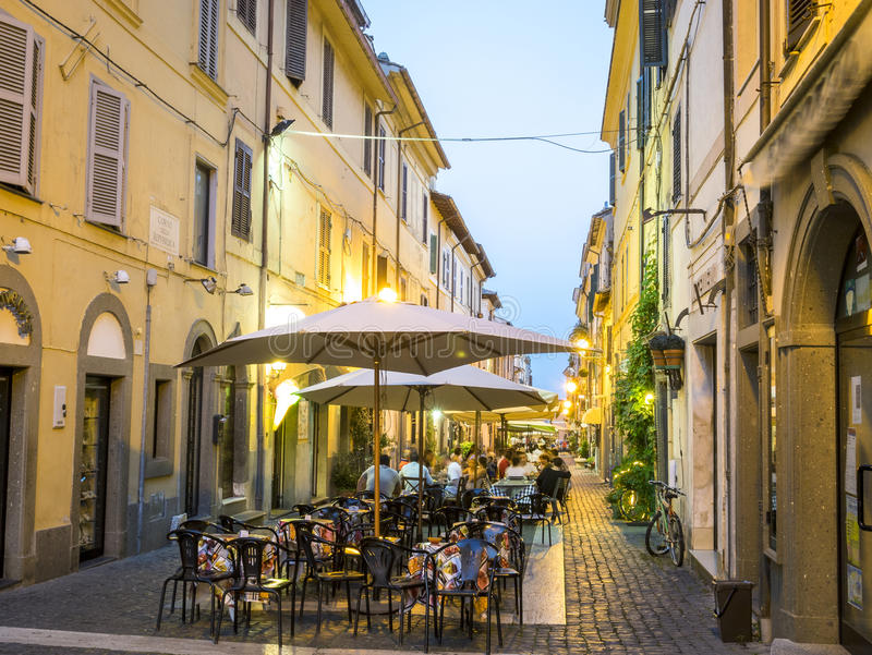La vie de ville en Castel Gandolfo, pope& x27 ; résidence d'été de s, Italie photo stock