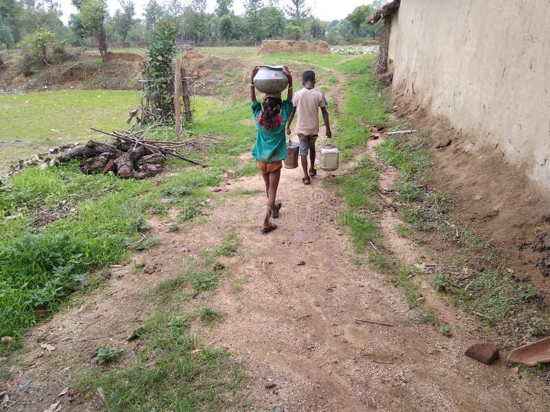 La vie naturelle de villageois photo stock