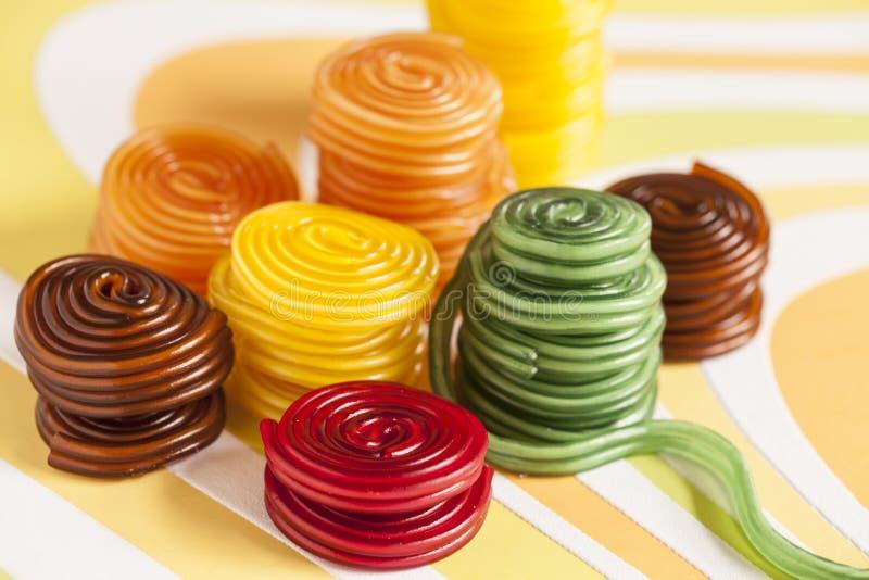 La vie toujours avec la gomme aux fruits colorée photographie stock libre de droits