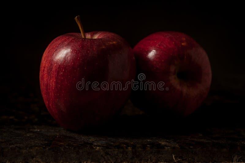La vie toujours de deux pommes photos libres de droits