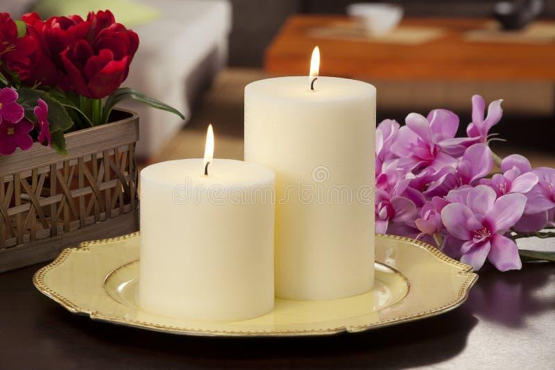 La vie toujours des bougies de allumage à la maison image libre de droits