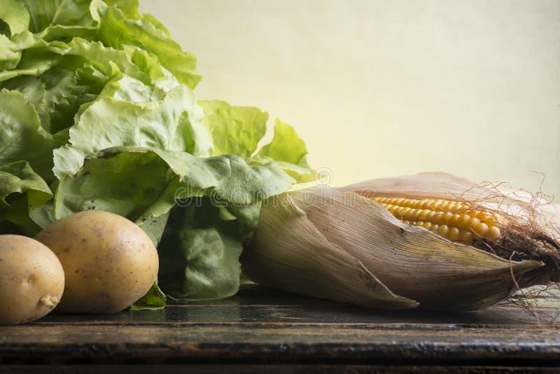 Download La Vie Toujours Du Maïs, Laitue, Pommes De Terre Image stock - Image du lame, collecte: 77153153