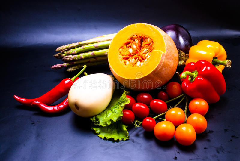 La vie toujours - légumes assortis image libre de droits