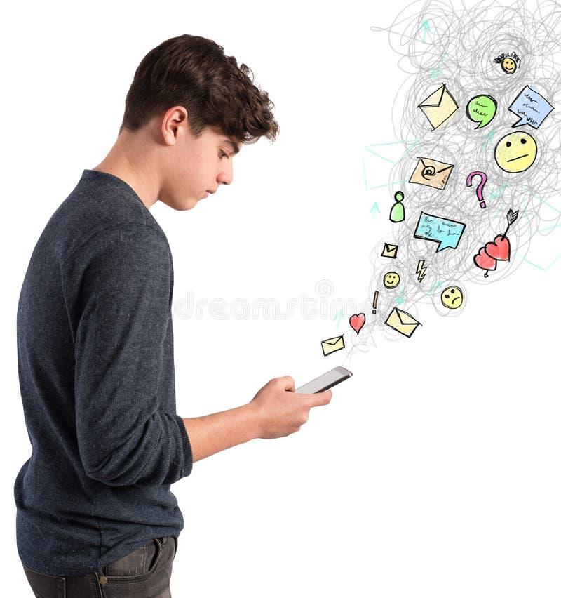 La vie virtuelle sur le téléphone portable photos libres de droits