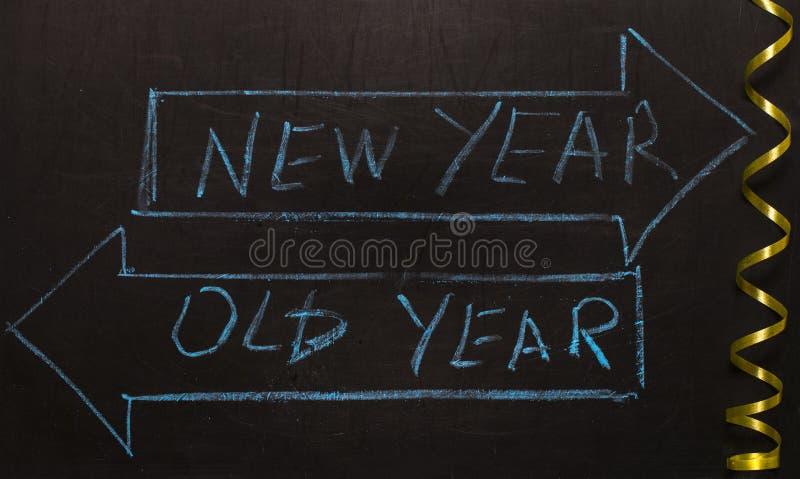 La vieille année ou les flèches de nouvelle année image stock