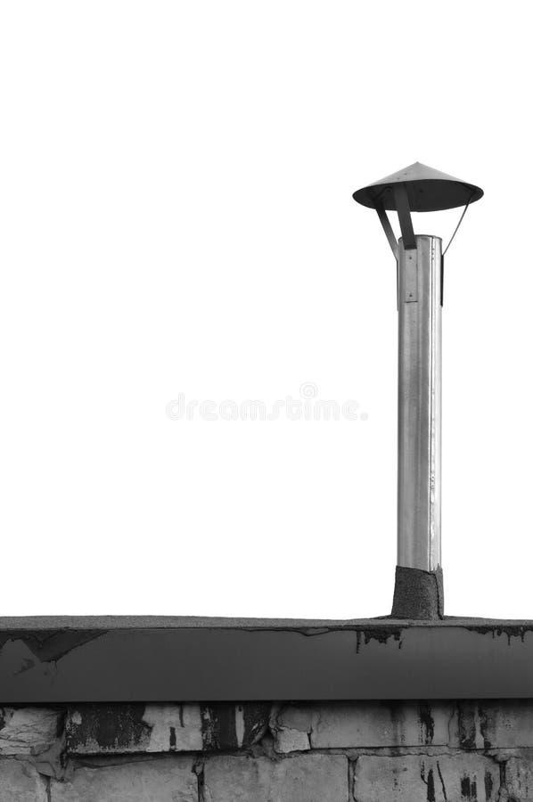 La vieille cheminée superficielle par les agents âgée de cabane, grunge a zingué le tuyau de fumée de fer de manteau, zinc en aci photographie stock libre de droits