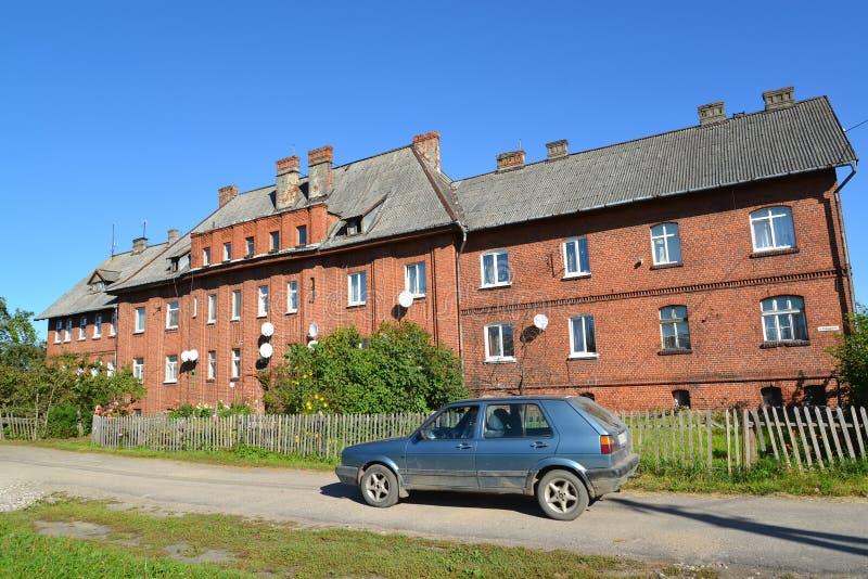 La vieille maison de la construction allemande sur la rue de Vokzalnaya dedans images stock