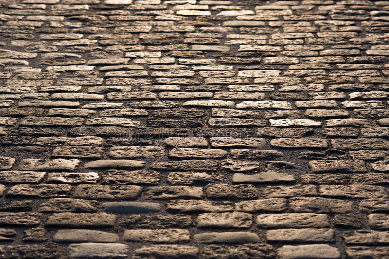 La vieille route pavée avec le granit lapide la texture comme fond photographie stock libre de droits