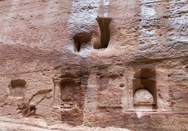 La vieille tombe de Nabatean au canyon menant à PETRA - la capitale du royaume de Nabatean en ville de Wadi Musa en Jordanie photos stock