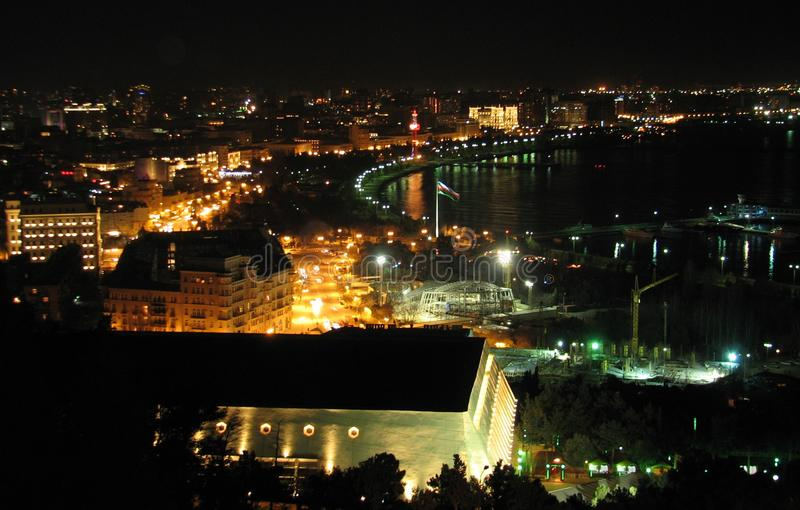 La vieille ville de Baku Azerbaijan la nuit photos stock