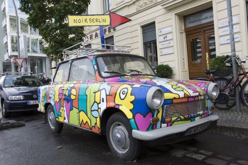 La vieille voiture de Trabant à Berlin photo libre de droits