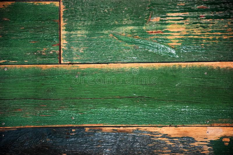 La vieja superficie de madera lamentable pintó verde foto de archivo libre de regalías