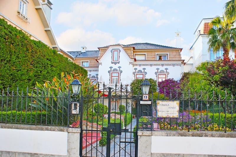 La villa in giardino immagini stock libere da diritti