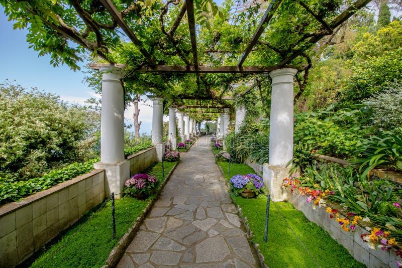 La villa San Michele in primavera, in Anacapri sull'isola di Capri, l'Italia immagine stock libera da diritti