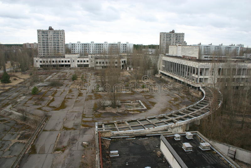 La ville abandonn e de pripyat chernobyl image stock for Piscine des 3 villes hem