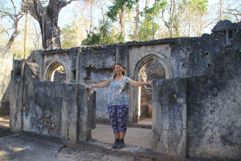 La ville arabe abandonnée antique de Gede, près de Malindi, le Kenya Architecture swahilie classique photographie stock