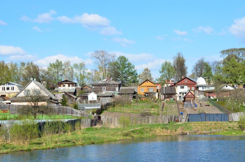 La ville d'Alexandrov, maison sur les banques de la rivière grise Boucle d'or de la Russie photographie stock libre de droits